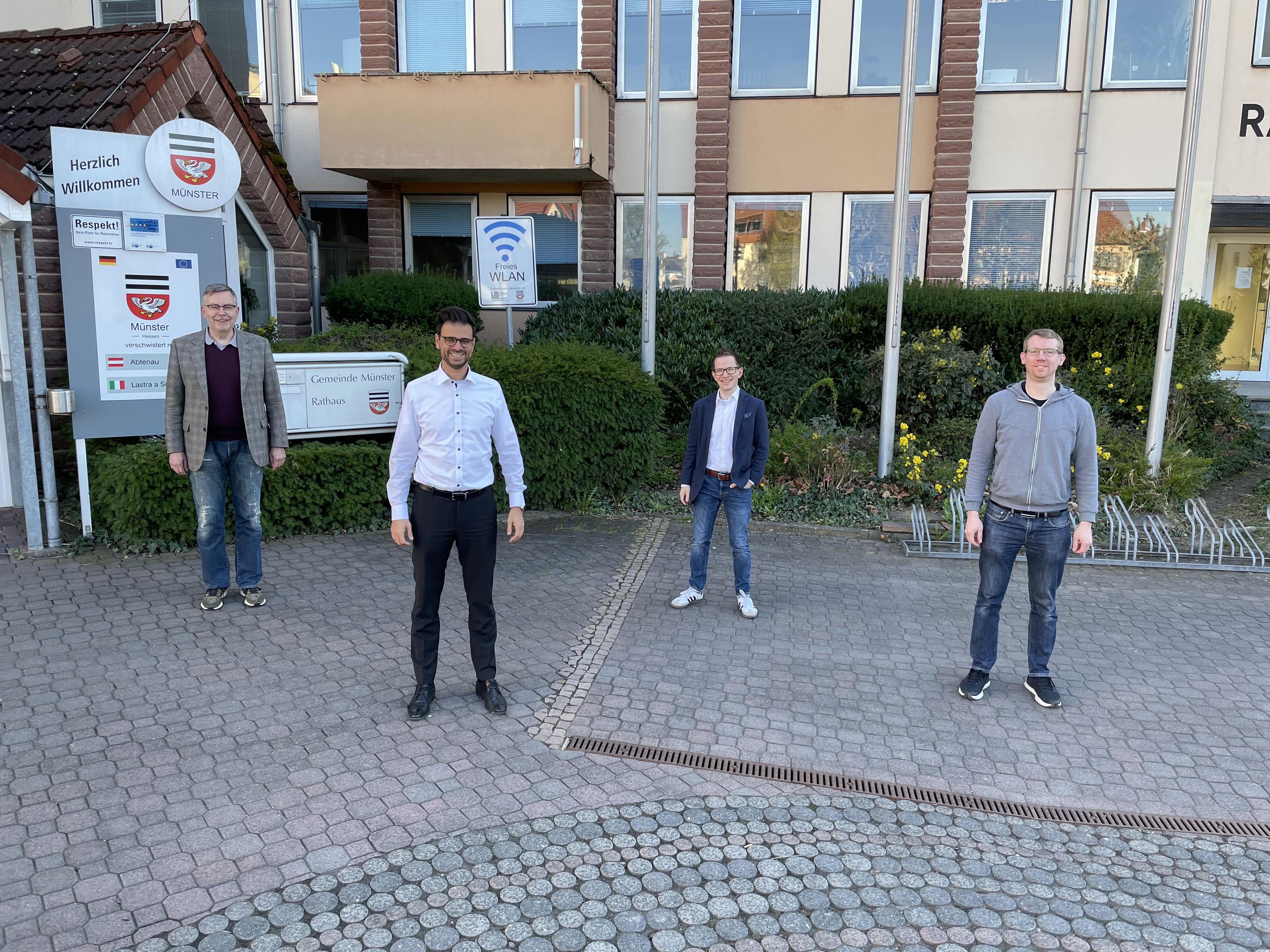 Auf dem Foto v. l. n. r.: Jörg Schroeter (FDP), Thorsten Schrod (CDU), Arne Mundelius (FDP), Marcus Milligan (CDU)